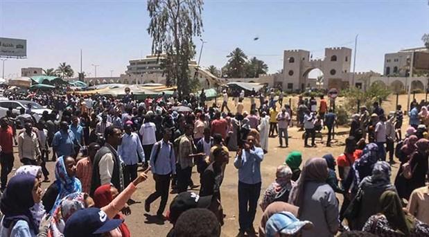 Sudan'da halk dört aydır pes etmiyor