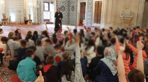 """MEB'den """"Dersimi Camide Yapıyorum"""" protokolü: Eğitim camiye taşındı"""