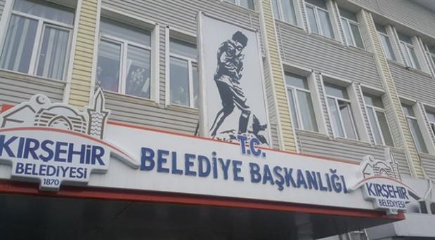 Kırşehir'de belediye binasına 'T.C.' geri geldi