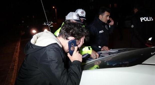 Alkollü yakalanan sürücünün aracı teslim etmek için çağırdığı arkadaşı da alkollü çıktı