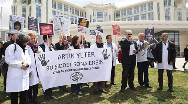 Sağlık çalışanları şiddete karşı sokağa çıktı: Acilen yasa istiyoruz