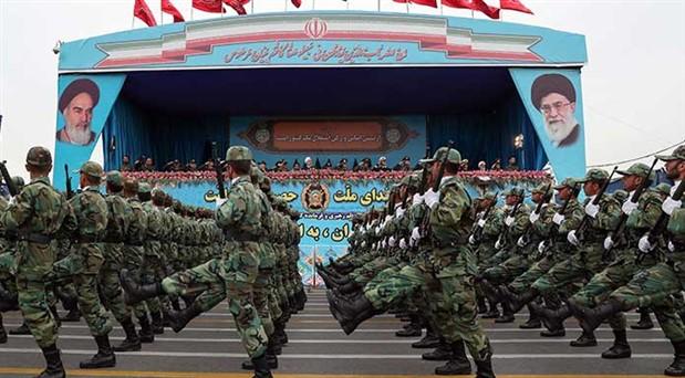 Devrim Muhafızları'ndan gövde gösterisi