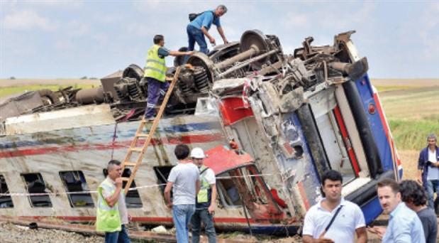 Çorlu Tren Faciası aileleri Adalet Nöbeti'ne başladı