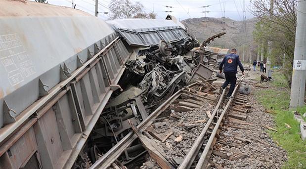Malatya'da tren kazası: Maden yüklü vagonlar devrildi