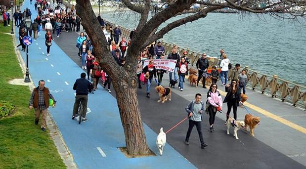 Hayvanların öldürülmesini yürüyüşle protesto ettiler