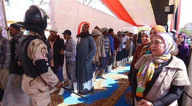 Sisi'yi koltukta tutma referandumu