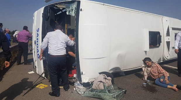 1 Mayıs'a giden işçileri taşıyan minibüs kaza yaptı: 5 işçi hayatını kaybetti