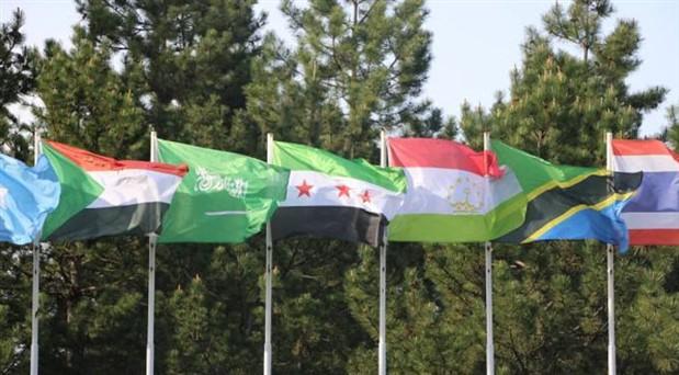 Gaziantep Üniversitesi kampüse ÖSO bayrağı astı