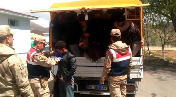 Erzurum'da 55 göçmen alıkonuldu