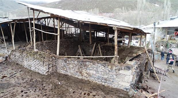 Erzurum'da ahırın çatısı çöktü: Ölü ve yaralılar var