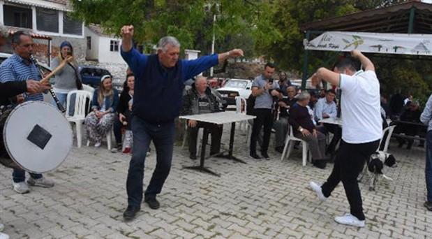 Taş ocağının iptali kararına davullu zurnalı kutlama