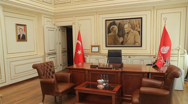 İmamoğlu'nun makamına astığı Atatürk tablosu kaldırıldı