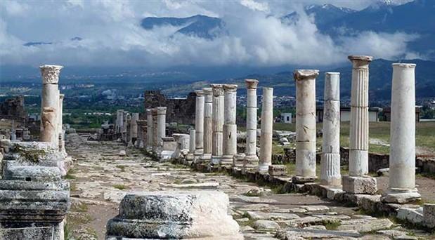 2 bin 200 yıllık tiyatro kapılarını halka açıyor
