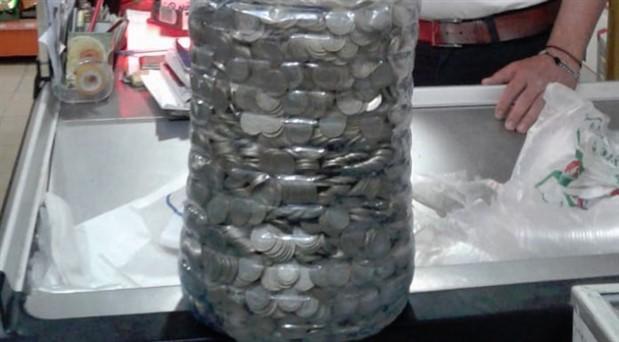 İki yıl boyunca damacanaya madeni para atarak 10 bin lira biriktirdi