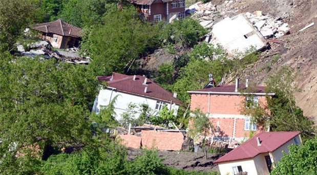 Ordu'da heyelan: 15 bina yıkıldı