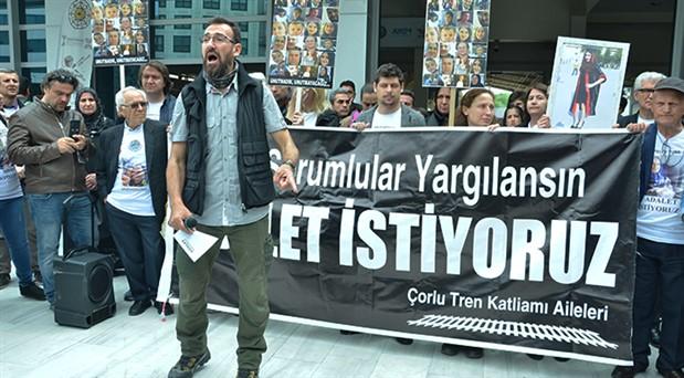 Sirkeci Garı'nda Çorlu nöbeti: Aileler adalet arayışında yetkililer suskun, sorumsuz