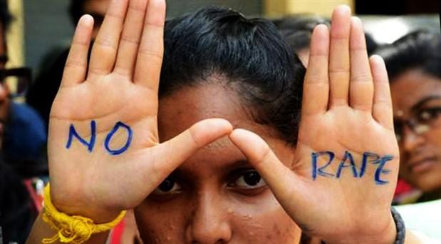 Hindistan'da kadınlar cinsel saldırıda bulunan adamı kaçırıp fidye istedi