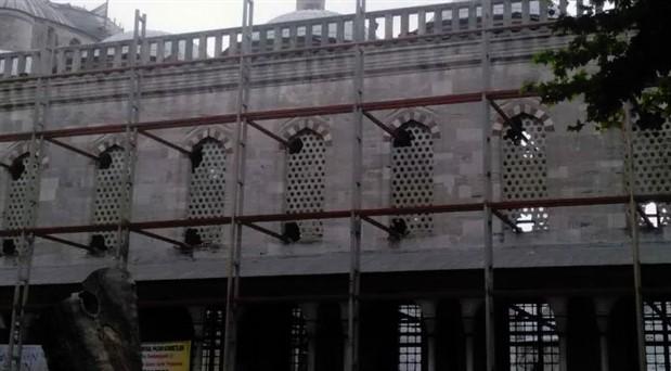 Sultanahmet Camisi'nde restorasyon yaparken camları kırdılar
