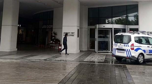 Esenyurt Belediyesi'nde intihar girişimi: Evini su basan yurttaş isyan etti