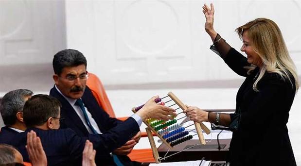 Meclis kürsüsünde yalanları abaküsle saydı