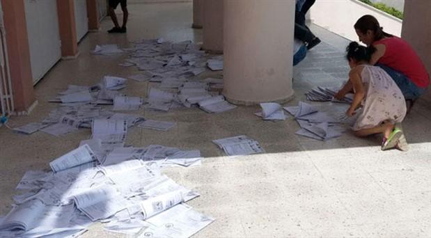 Manavgat'ta bir okul: LGS sonrası öğrencilerin kitapçıkları kapı önüne bırakıldı