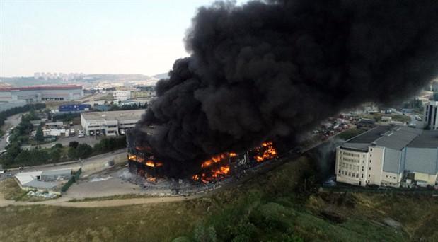 Kocaeli'de tekstil fabrikasında yangın: 4 kişi hayatını kaybetti