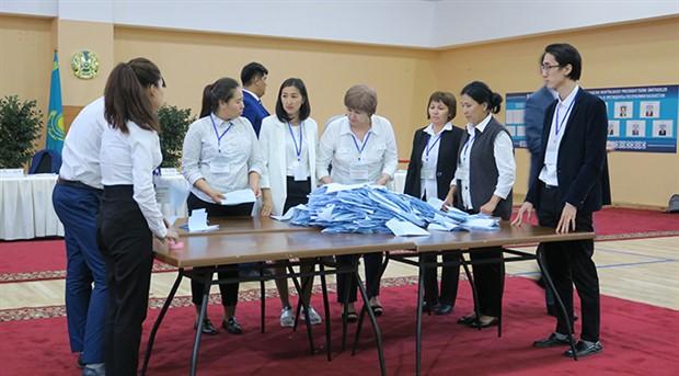 Kazakistan 28 yıl sonra cumhurbaşkanını seçiyor