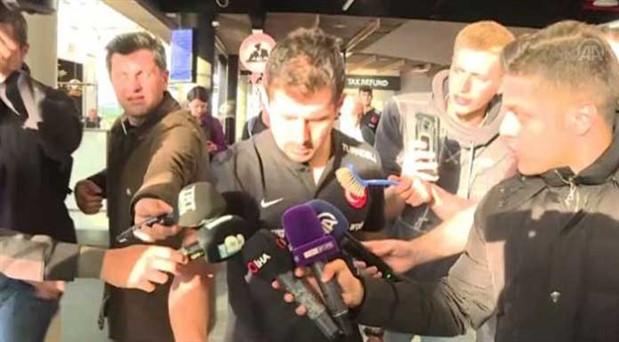 A Milli Takım İzlanda'da havalimanında saatlerce bekletildi: Futbolcular tepki gösterdi