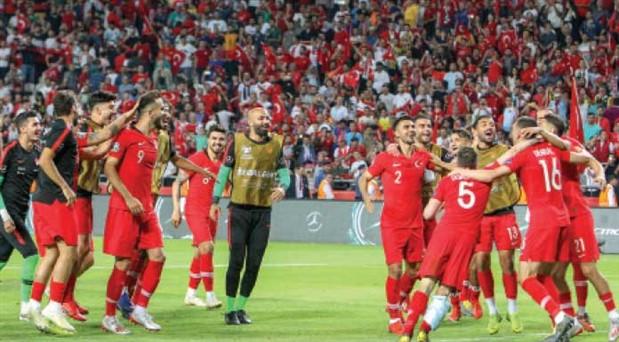 Fransa'yı dağıtan Milli Takım başarıdan daha fazlasını vaat ediyor: Bu jenerasyon futbol  kültürü kazandırabilir