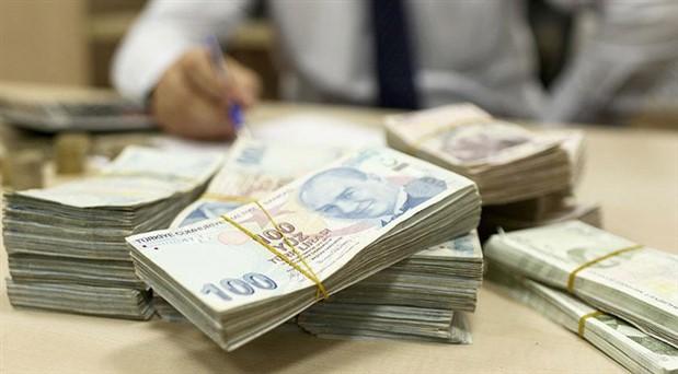 Hazine 7,4 milyar lira borçlandı