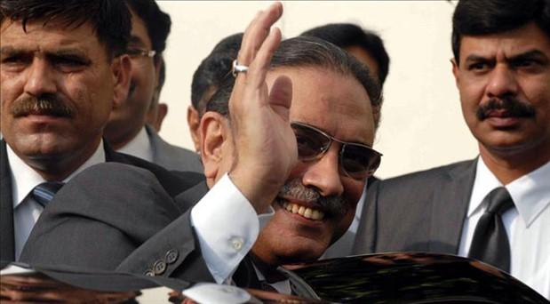 Pakistan'da eski cumhurbaşkanı gözaltına alındı