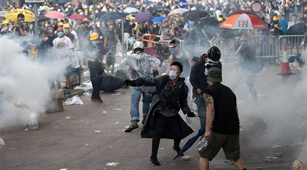 Hong Kong'da hükümetten geri adım