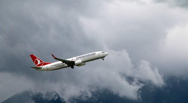 THY uçağında panik olan yolcu kokpite saldırdı