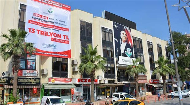AKP'li eski yönetimden yeme içmeye 13 milyon