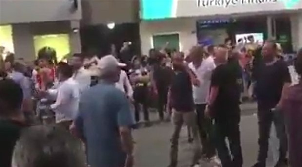 Ümraniye'deki İmamoğlu mitingine AKP'lilerden saldırı girişimi