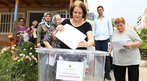 Çiğli'de yurttaşların talepleri için sandıklar kuruldu