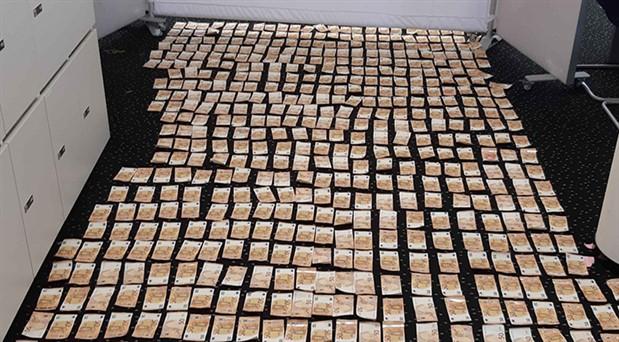 Cebindeki 68 bin avroyu polise vermemek için denize atladı, paralar denizden çıkartıldı