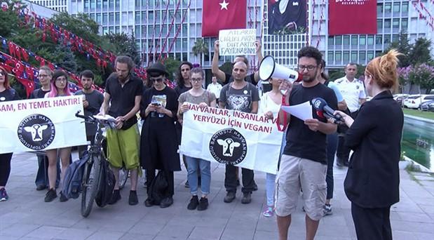 İBB önünde fayton eylemi: Faytonlar, atlar için kölelik demektir
