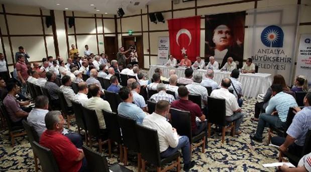 Muhittin Böcek'ten 'AKP döneminde tatil yaptırılıyordu' diyen muhtarlara yanıt: Milletin parasıyla kimseye tatil yaptırmam