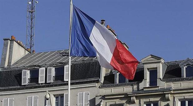 Lüks harcamalarıyla gündeme gelen Fransa Çevre Bakanı istifa etti