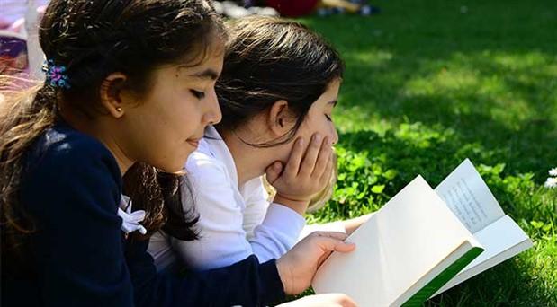Tatillerde kitaptan uzaklaşılmamalı