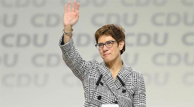 Almanya'nın yeni savunma bakanı belli oldu