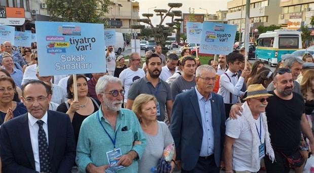 Urla Tiyatro Festivali kortej yürüyüşü ile başladı