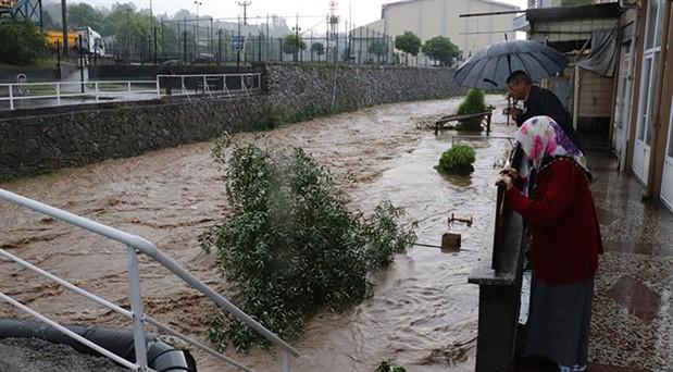 Ereğli'de dere taştı, evler su altında kaldı