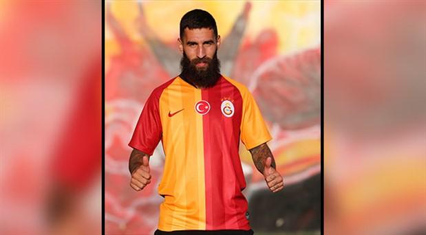 Galatasaray'ın yeni transferi Jimmy Durmaz  cinsiyet ayrımcılığına karşı: Futbol oynayan kadınları desteklemeye devam edeceğim