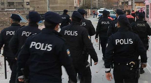 Polis ve nüfus memurunun yurttaşları dolandırdığı ortaya çıktı
