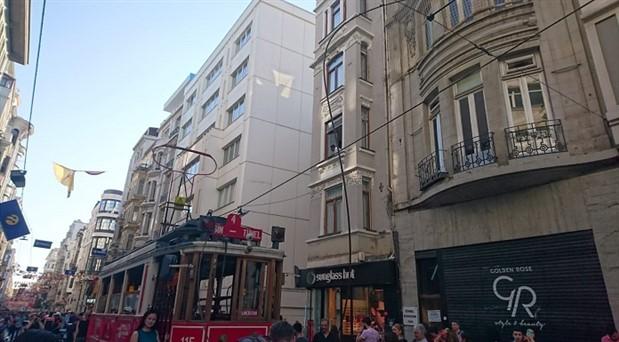 Taksim'de tramvay kablosu koptu, seferler durduruldu