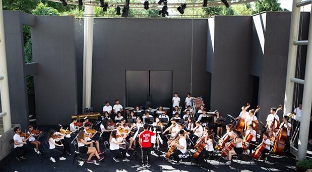 Redd ve Barış için Müzik Orkestrası Enka Açıkhava sahnesinde