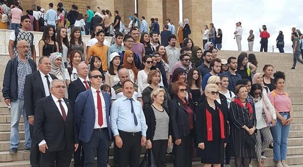 Üniversiteliler Anıtkabir'de buluştu