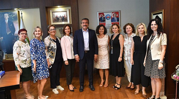 """Çukurova Belediye Başkanı, """"Kadın Dostu Kent Taahhütnamesi""""ni imzaladı"""